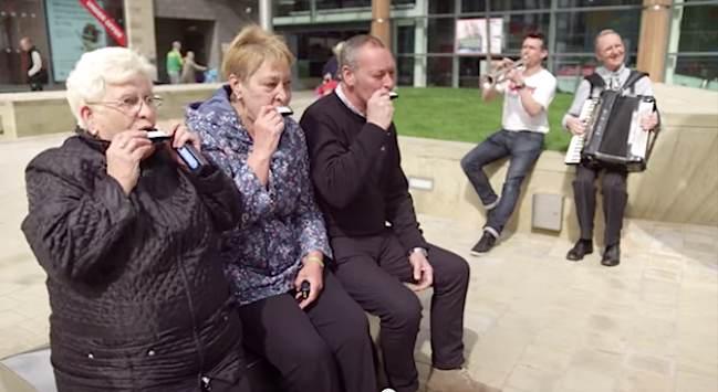 Счастливые жители Великобритании // goodnewsnetwork.org